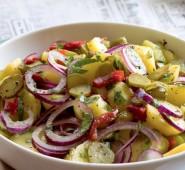 Vídeňský bramborový salát se slunečnicovým olejem